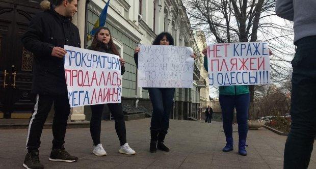 Одесити мітингують проти забудови узбережжя. Фото: vedomosti.od.ua